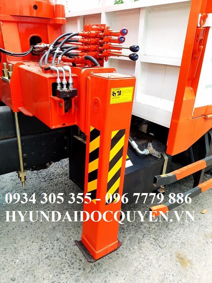 Cẩu Kanglim KS1056 5 tấn 6 khúc thiết kế chân vuông